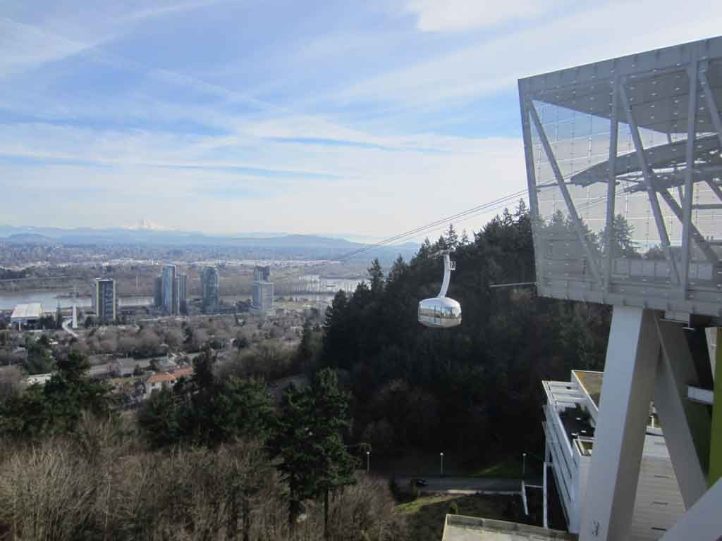 Portland Aerial Tram leaving OHSU for South Waterfront. Photo bu Another Believer.
